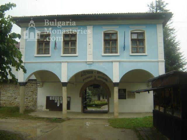 Соколски манастир - Жилищните сгради (Снимка 4 от 40)