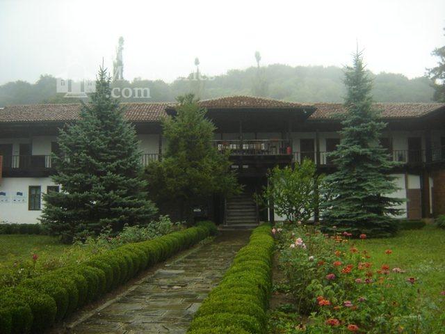 Соколски манастир - Жилищните сгради (Снимка 7 от 40)