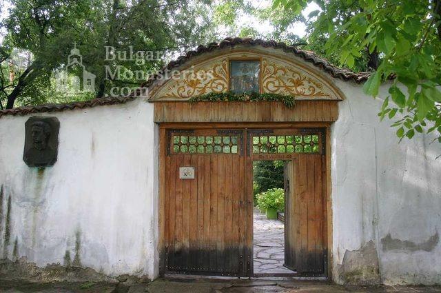 Сопотски манастир - Манастирската порта (Снимка 2 от 7)