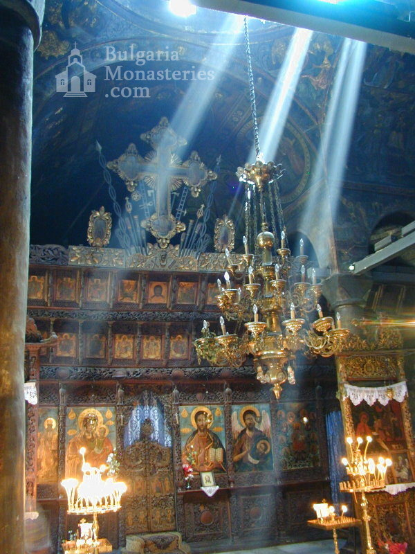 Троянски манастир - Жътрешността на църквата (Снимка 13 от 50)