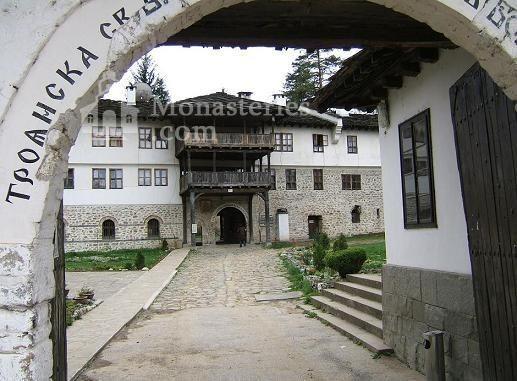 Троянски манастир - Входът към манастира (Снимка 26 от 50)