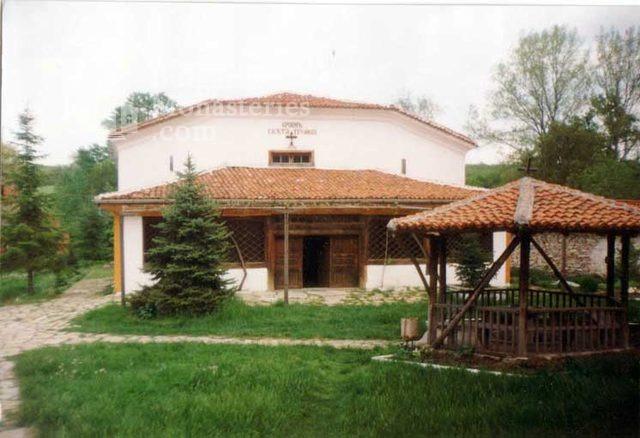 Устремски манастир - Дворът на манастира (Снимка 20 от 23)