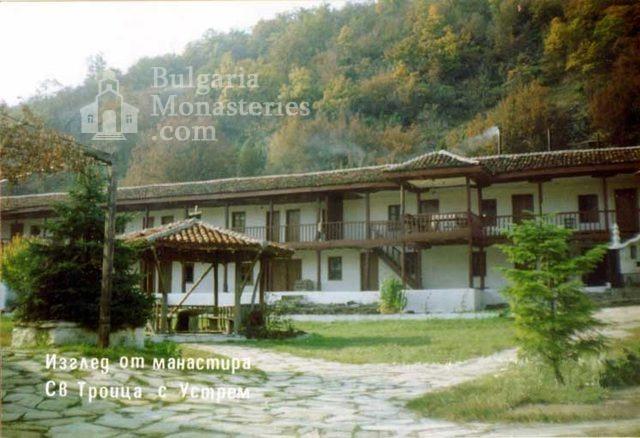 Устремски манастир - Жилищните сгради (Снимка 8 от 23)