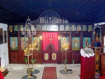 Варненски манастир - Иконостасът е църквата (Снимка 13 от 15)