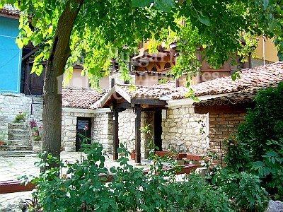 Варненски манастир - Манастирският двор (Снимка 10 от 15)