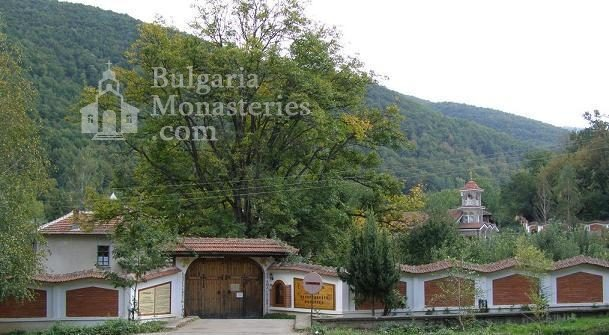 Врачешки манастир - Комплексът от вън (Снимка 3 от 5)