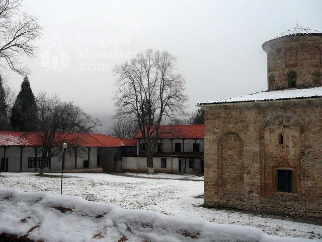Земенски манастир - Комплексът през зимата (Снимка 17 от 27)