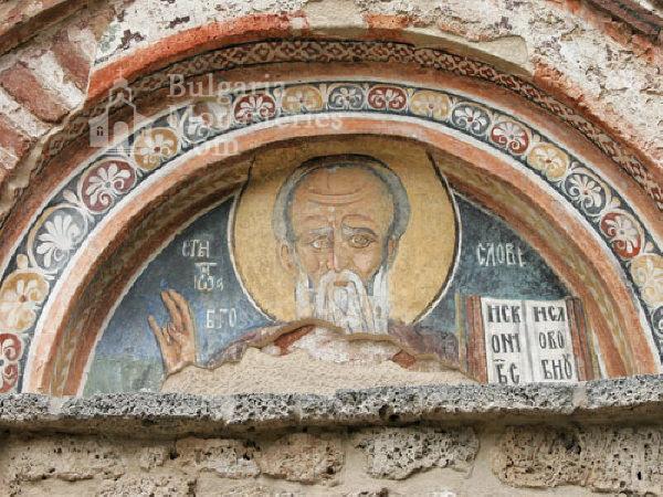 Земенски манастир - Св. Йоан Богослов над входа на църквата  (Снимка 13 от 27)