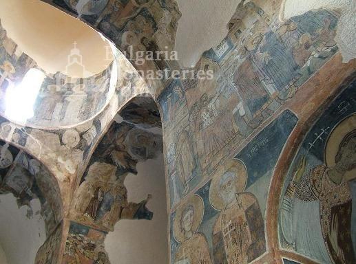 Земенски манастир - Вътрешността на църквата (Снимка 25 от 27)