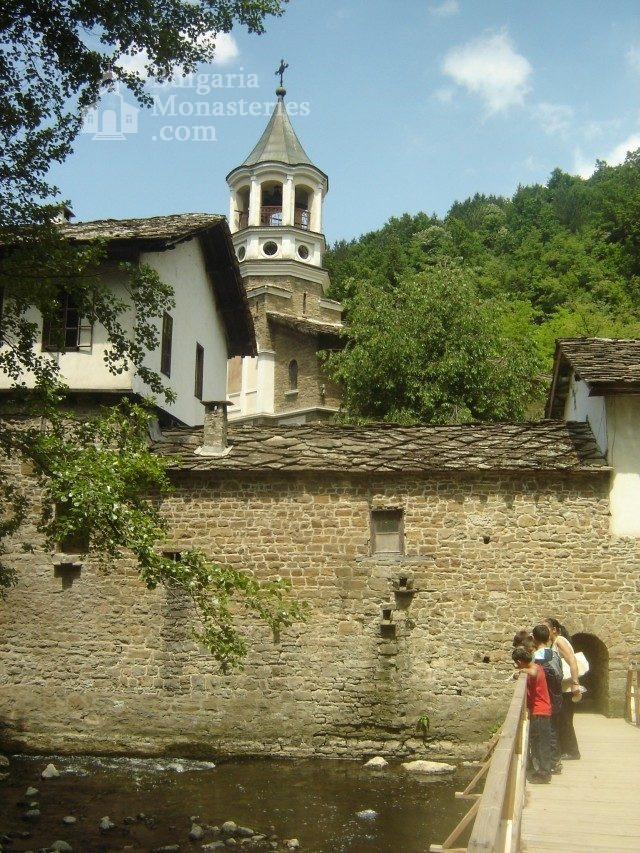 Dryanovo Monastery - The complex from the outside (Picture 3 of 22)