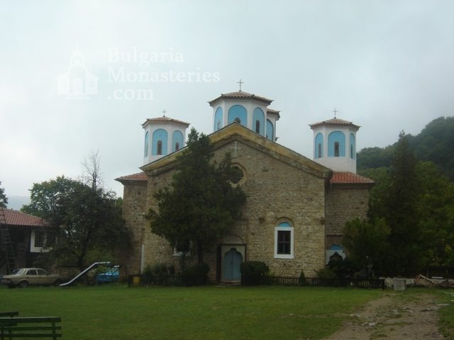 Etropole Monastery  (Picture 2 of 29)