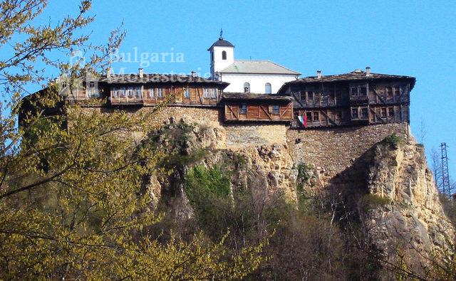 Glozhene Monastery (Picture 1 of 33)