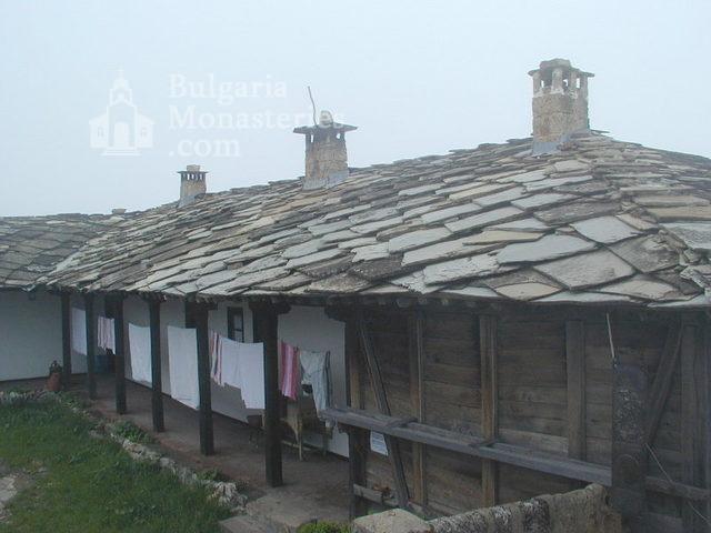 Glozhene Monastery (Picture 12 of 33)