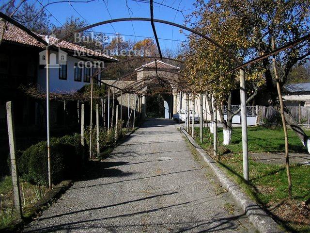 Kilifarevo Monastery - The Monastery courtyard (Picture 15 of 23)