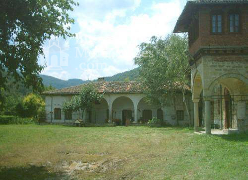 Plakovski Monastery - The courtyard of the monastery (Picture 9 of 12)