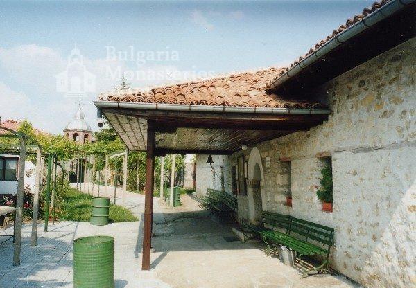 Арбанашки манастир (Снимка 2 от 6)