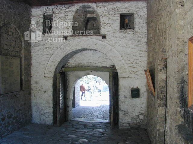 Бачковски манастир  - Манастирските порти (Снимка 7 от 30)