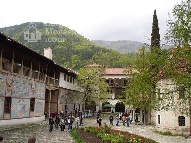 Бачковски манастир  - Манастирският двор (Снимка 15 от 30)