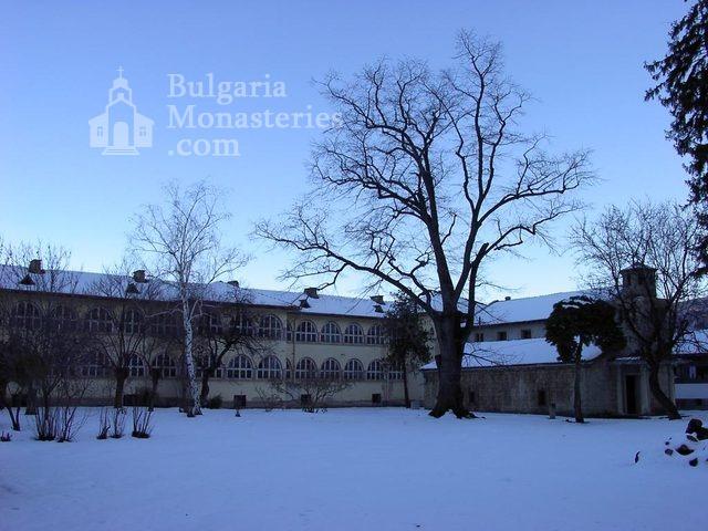 Баткунски манастир - Комплексът през зимата (Снимка 18 от 23)