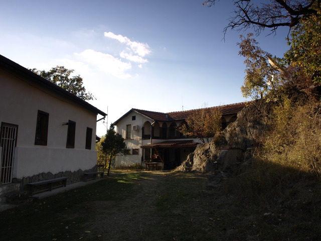 Батулийски манастир - Църквата на манастира (Снимка 3 от 9)