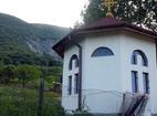 Бистрецки манастир  - Параклисът до входа на манастира
