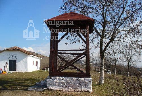Буховски манастир - Камбанарията в двора (Снимка 2 от 5)