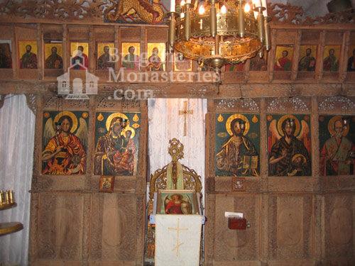 Чекотински манастир - Иконостасът в църквата (Снимка 13 от 17)
