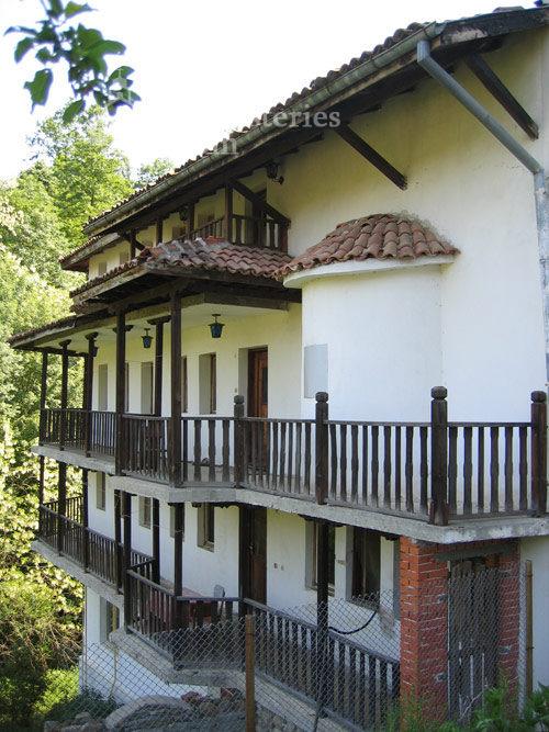 Чекотински манастир - Жилищната сграда (Снимка 7 от 17)