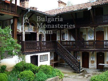 Чекотински манастир - Вътрешния двор (Снимка 5 от 17)
