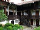 Чекотински манастир - Вътрешния двор