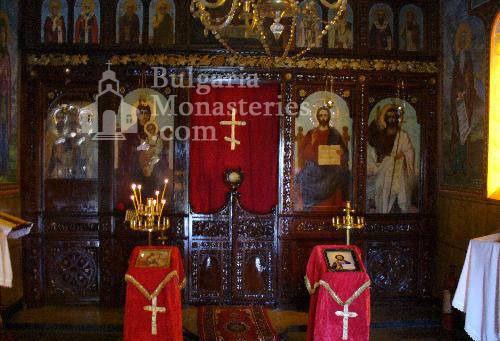 Чепински манастир - Иконостасът в църквата (Снимка 4 от 11)