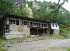 Черепишки манастир - Жилищните сгради