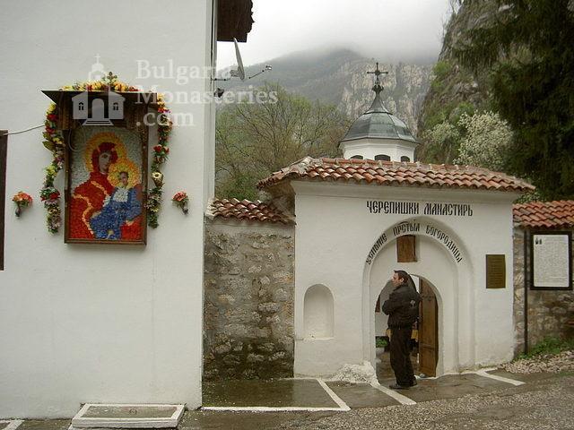 Черепишки манастир - Манастирският вход (Снимка 14 от 29)