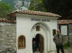 Черепишки манастир - Манастирският вход