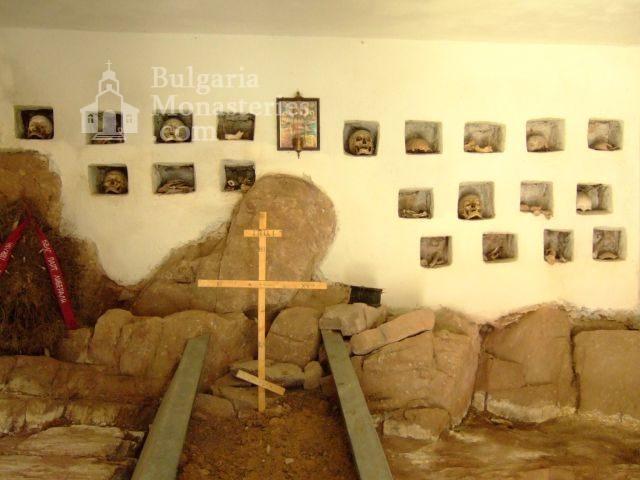 Чипровски манастир (Снимка 4 от 18)