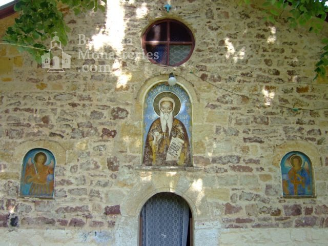 Чипровски манастир - Фасадата на църквата (Снимка 5 от 18)
