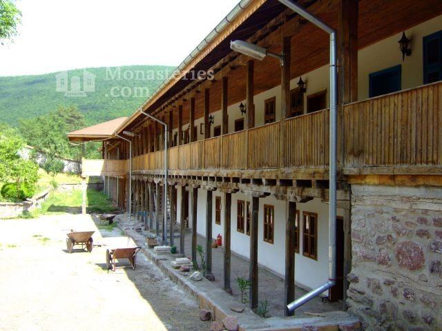 Чипровски манастир - Жилищните сгради (Снимка 3 от 18)
