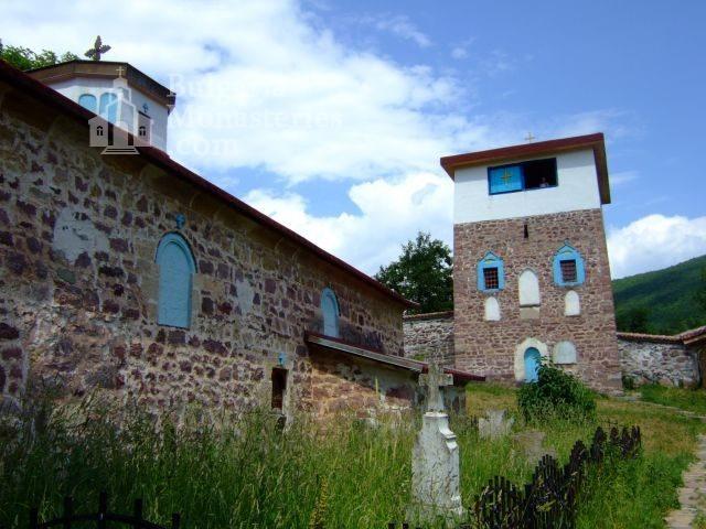 Чипровски манастир - Църквата и кулата (Снимка 2 от 18)