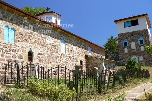 Чипровски манастир - Църквата и кулата (Снимка 8 от 18)
