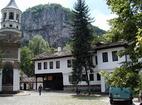 Дряновски манастир - Дворът