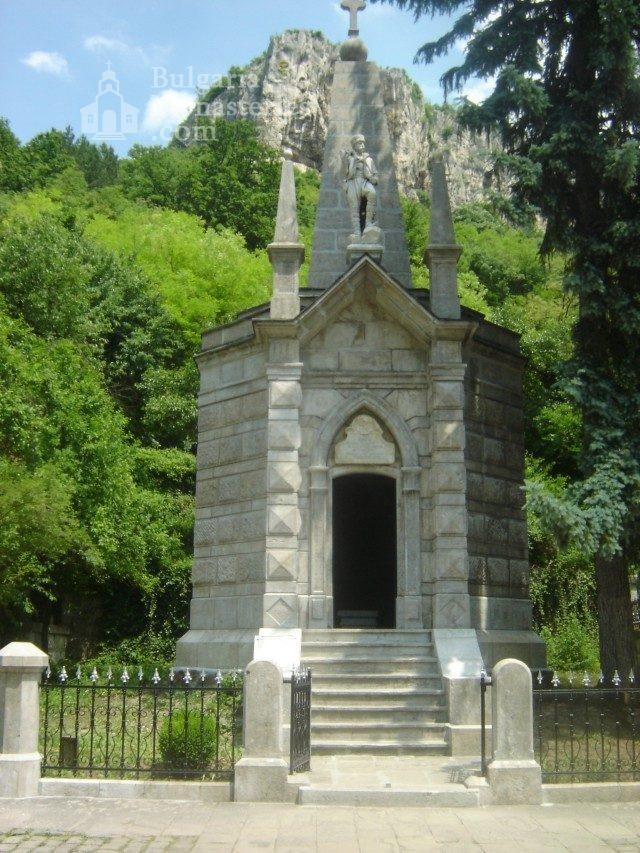 Дряновски манастир - Костницата (Снимка 4 от 22)