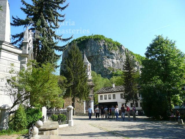 Дряновски манастир - Манастирският двор (Снимка 14 от 22)
