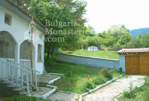 Горнобрезнишки манастир - Дворът на манастира (Снимка 8 от 8)