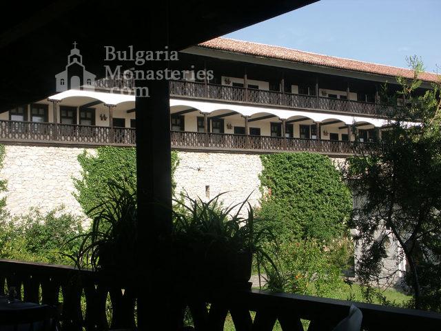 Горноводенски манастир - Жилищните сгради (Снимка 3 от 20)