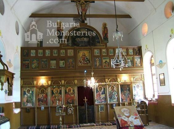 Калугеровски манастир - Иконостасът в църквата (Снимка 3 от 11)