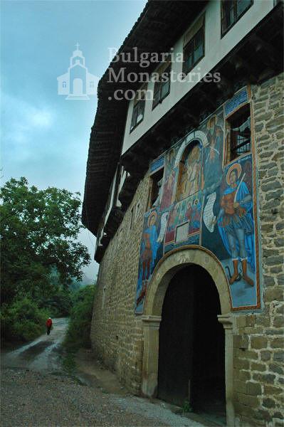 Къпиновски манастир - Входът на манастира (Снимка 10 от 20)