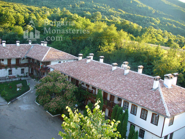 Клисурски манастир - Птичи поглед кум манастира (Снимка 25 от 34)