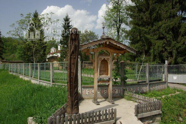 Лопушански манастир - Манастирският двор (Снимка 9 от 23)