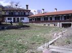 Лозенски манастир - Манастирският двор