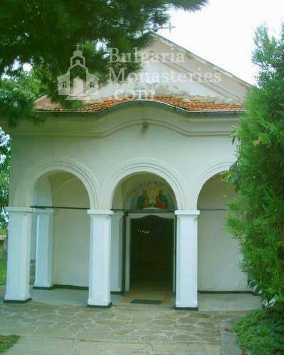 Лясковски манастир - Църквата (Снимка 5 от 13)